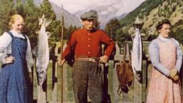 Tjenerskapet på Nyheim Lodge ca 1920. Foto Godfrey Crookshank