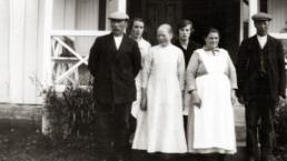 Arbeidsfolket på Nyheim. Bildet er tatt ca 1925