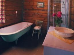 Badet i andre etasje med autentisk uttrykk. Foto Tom Gustavsen